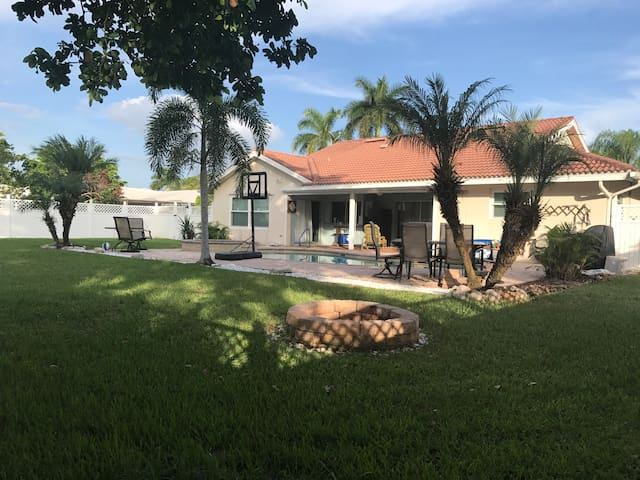 Great Pool Home in Ft Myers