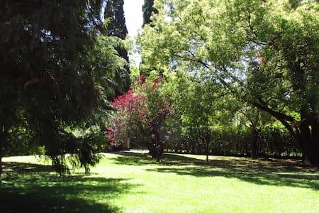 Casa con gran parque y piscina - Moreno - Dom