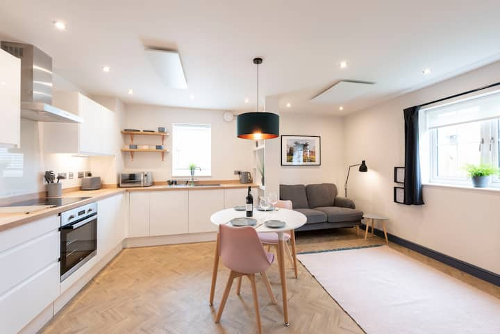 Brand New Cedar Apartments - Flat 1