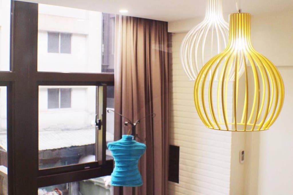 • 專屬公共空間 - 大面落地窗 floor-to-ceiling window