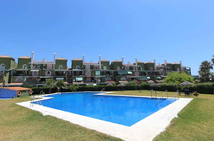 PLAYA GOLF APARTMENT. Family holidays in front of the beach.