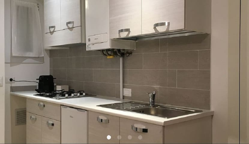 """Modern holiday apartment """"4. Piano - FeWo Bolzano"""" with Wi-Fi, air conditioning and in an optimal position in the old town of Bolzano"""