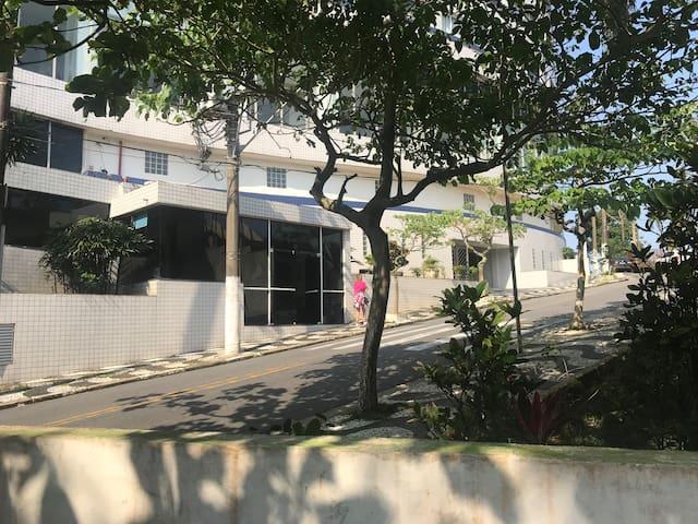 Vista da entrada do prédio