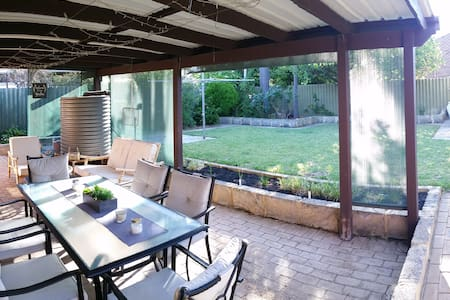 Carine - Comfortable home, sleeps 6 - Carine - Huis