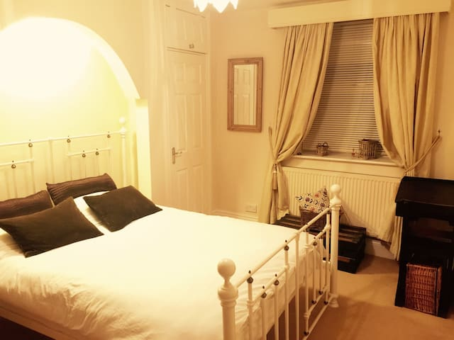 Charming Double Bed Garden Apartment - Harrogate - Leilighet