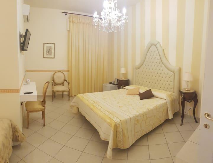 """B&B TORRE DEI SARACENI - Private room """"Artemisia"""""""