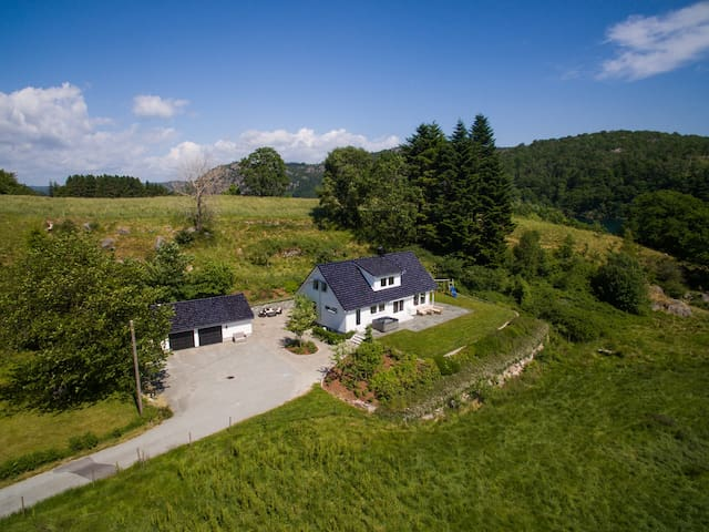 Spangereid - Spacious family house with jacuzzi - Lindesnes - Casa