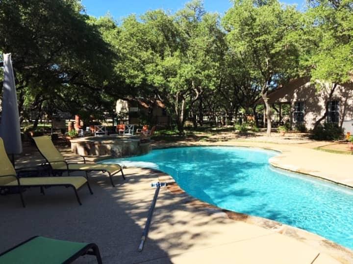 100 Oaks B&B - Country Home - Resort Living