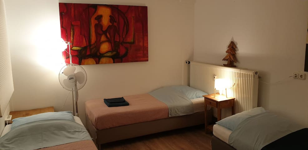 Room n. 5 with 4 beds, 3 min to the Train Station