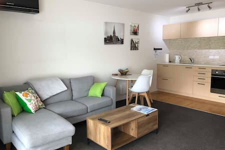 Inner City Apt,Secure Carport & NO Cleaning Fees!