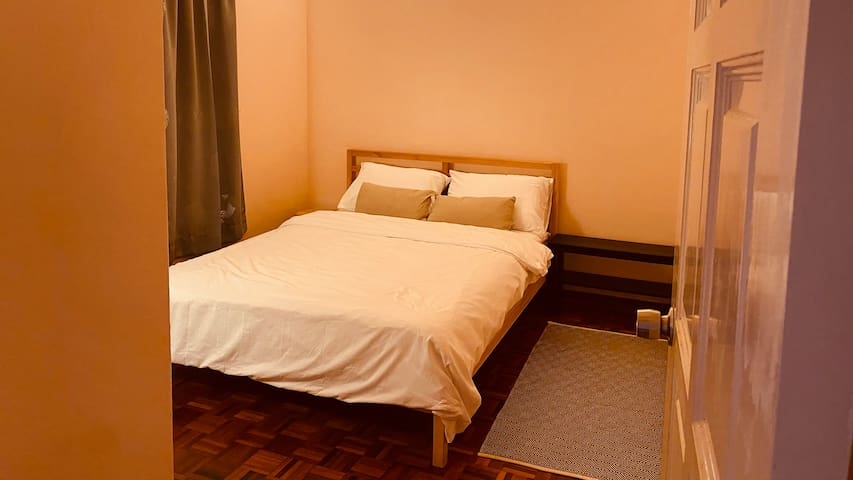 Bedroom 3: With queen size bed