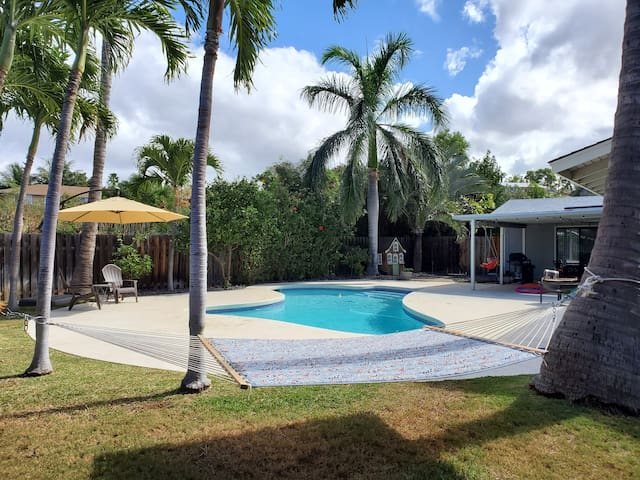 Newly redecorated, spacious ohana overlooking pool