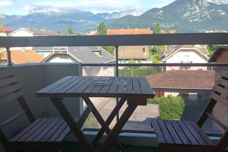Sofa bed 10min from old town - Nice mountains view