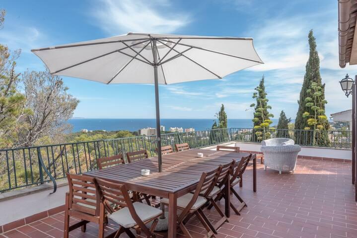 Cosy Villa with Wi-Fi & Terrace