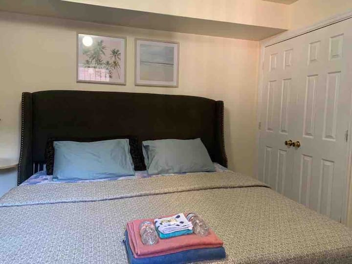 Newark cozy Room#3 10Min to Pen Station/Prudential