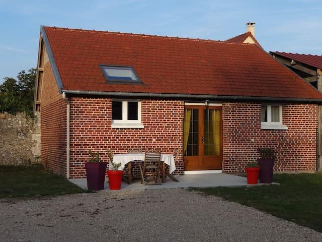 Petite maison à proximité du VAUDREUIL et de l'A13 - Saint-Étienne-du-Vauvray - House