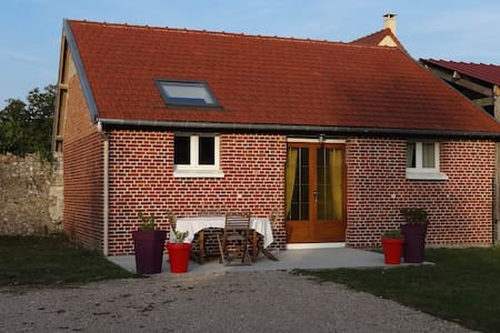 Petite maison à proximité du VAUDREUIL et de l'A13 - Saint-Étienne-du-Vauvray - บ้าน