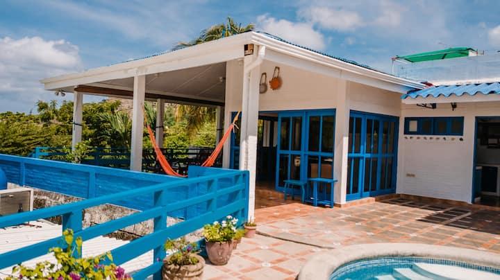 14 Guest Beach House, 1 Min Walk to Beach,DISCOUNT