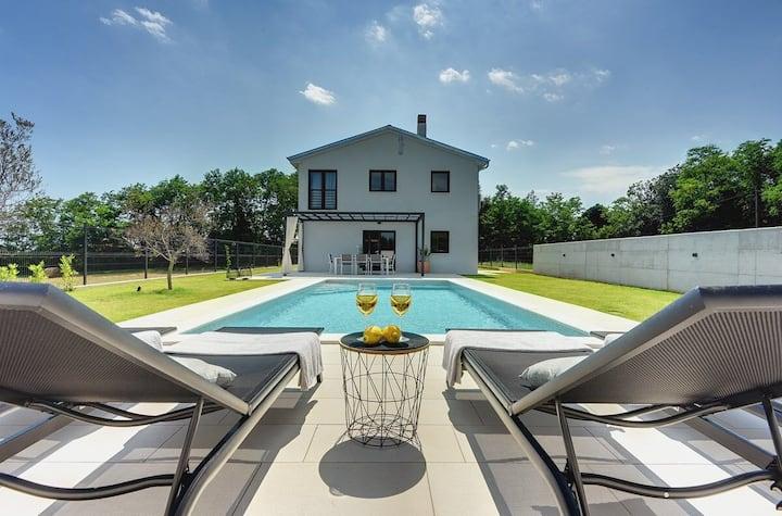 House Villa Sain (74177-K1)