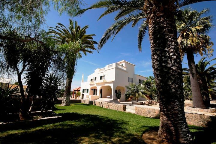 Private Villa with Pool and Tennis, Near to Beach