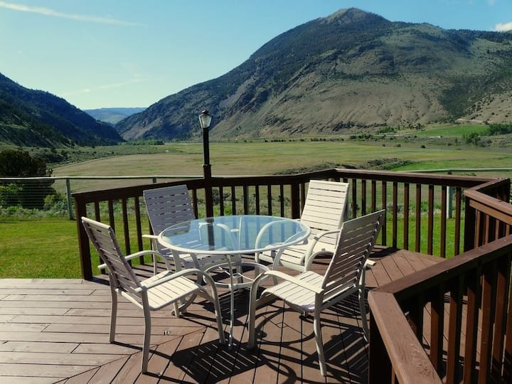 Yellowstone Vacation Home--Amazing Views & Sunsets