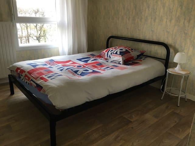 Simple et petite chambre - Rennes - Appartement