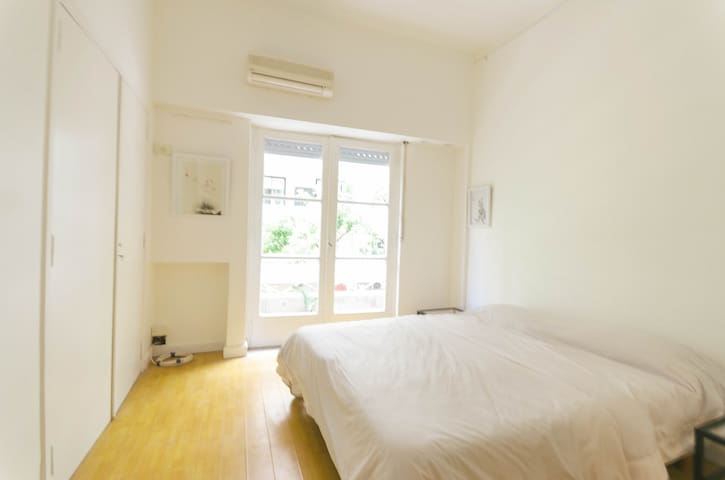 Studio Apartment, 5 minute walk to Patio Bullrich
