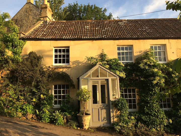 Very close to Bath, beautiful cottage + garden