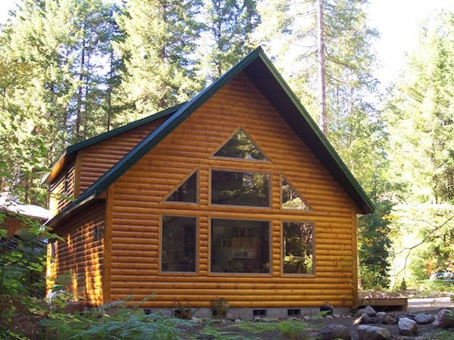 Mt Hood Cabin has Hot Tub & Fireplace! - Rhododendron - Houten huisje