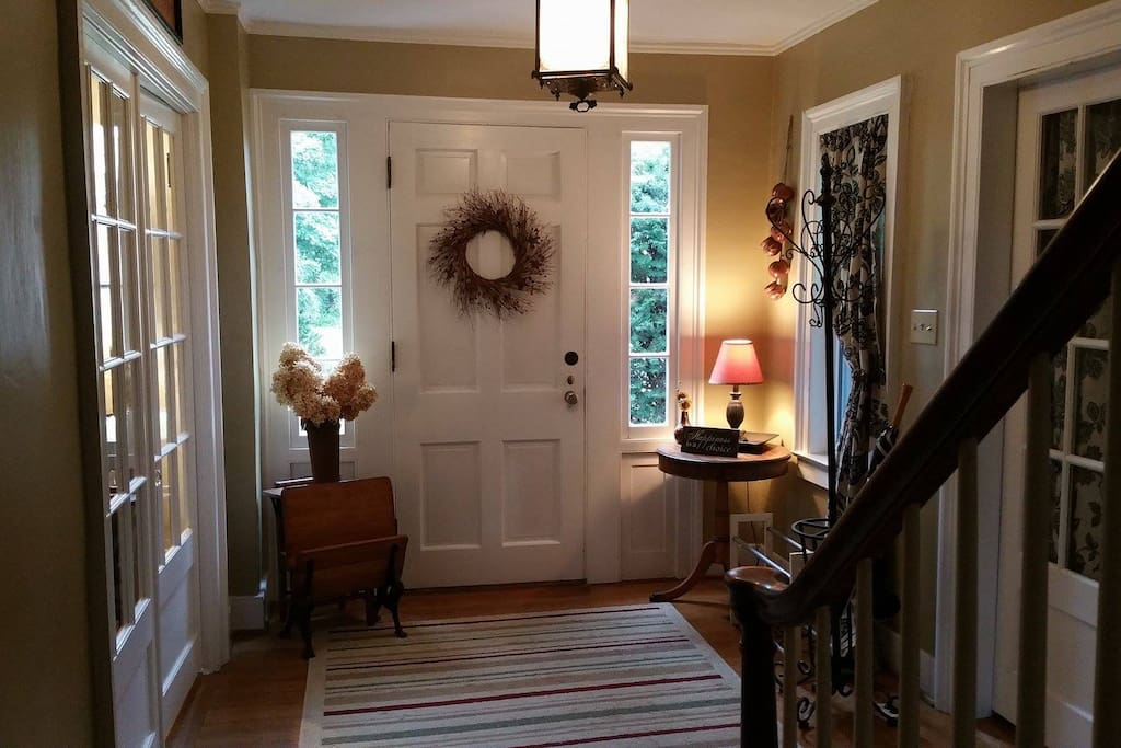 Private entrance/foyer