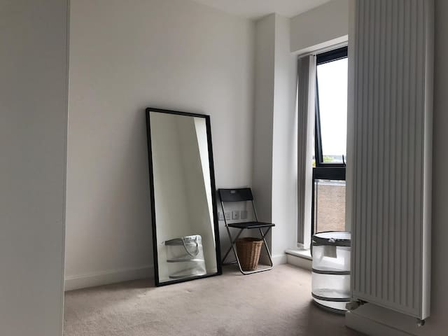 Canning Town|Gorgeous Room w\ Balcony|Modern House