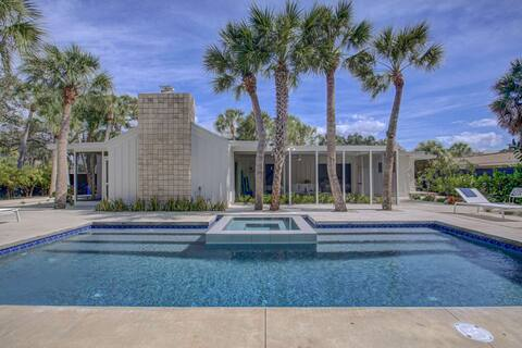 New Listing, Renovated Modern Ranch, Pool,/Spa, Private Back Yard, Low Profile King Beds, Stainless