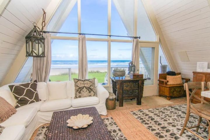 Sand Dollar - Charming, Cozy Ocean Front Home in Roads End.  Great Views and Beach Access