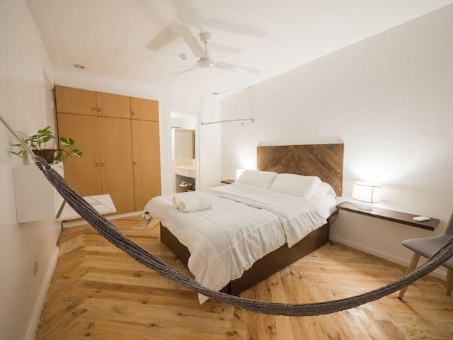 Mariposa Nest Spacious Apartment: Master Bedroom