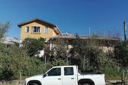 Casa y habitaciones en Hualañé.