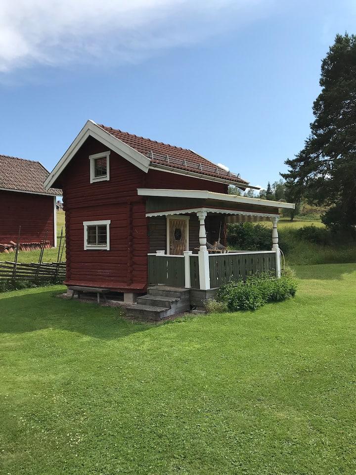 Härbre med utedass i Nittsjö