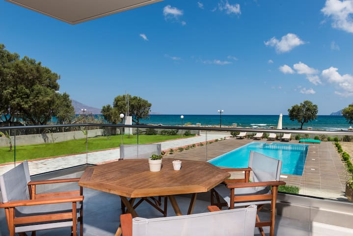 Niovi Seaside Suites (2+2 persons / First Floor)