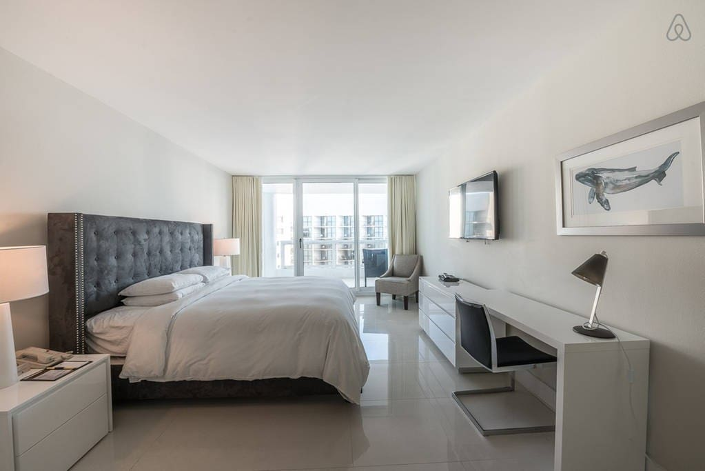 The Grand 3344 | 1bed/1.5bath | Free Valet Parking""