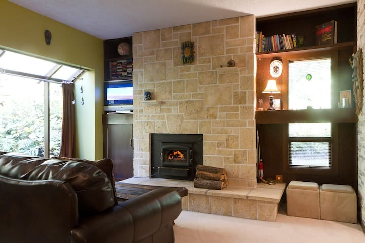 Serene Mountain Condo on River, Private End Unit, Indoor Pool & Hot Tub, WIFI
