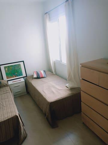 Habitación Amplia para 2. Ibiza centro.