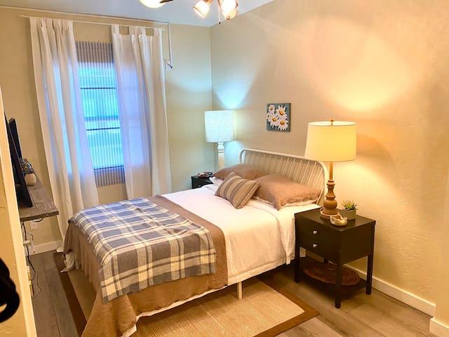 Coronado House Room No 11 - Prime Central Phoenix!