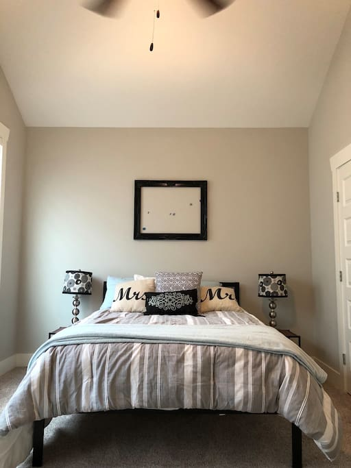 Comfy Queen Bed with lots of closet space
