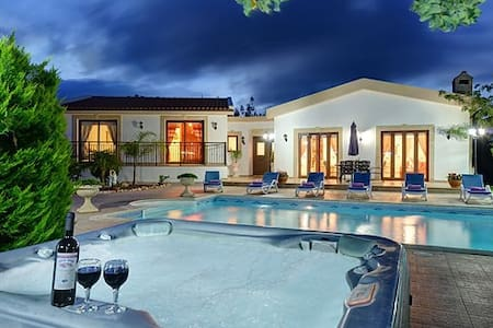 Luxurious villa in Cyprus - Latchi