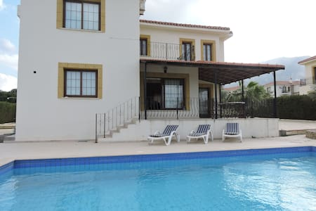 Beautiful 4 bedroom villa with pool - Çatalköy