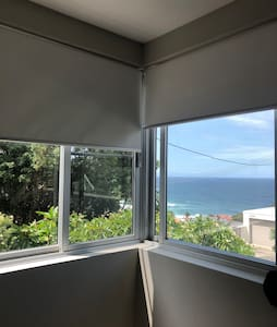 BEAUTIFUL ROOM WITH VIEW IN A HOUSE IN BRONTE