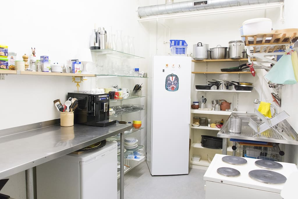 Fully equipped shared kitchen with coffee machine. Fee coffee, tee and condiments. Weekly cleaning service included.