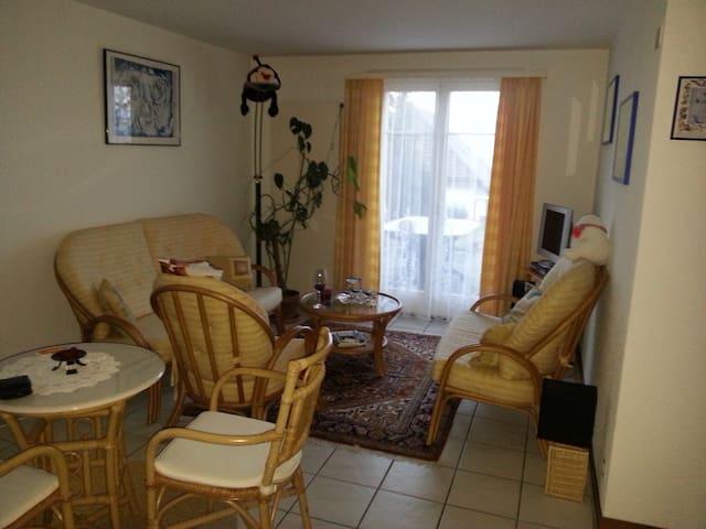 2 1/2 Wohnung mit Garten + Grillcheminee - Montezillon - Byt