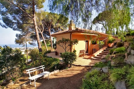 COZY PANORAMIC HOUSE Garden, Beach & Barcelona