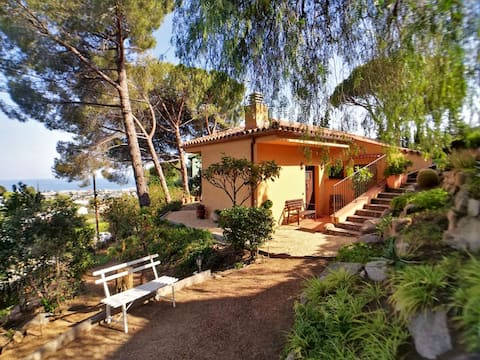 COZY PANORAMIC HOUSE Garden, Beach & Barcelona