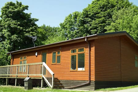 Luxury 2 bedroom lodge on quiet rural holiday park - Ovingham - 小木屋